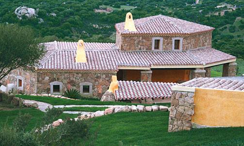 Villa in vendita in sardegna costa smeralda petra dorada for Ville con grandi vetrate